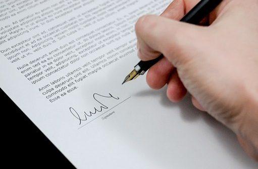La signature d'un compromis de vente